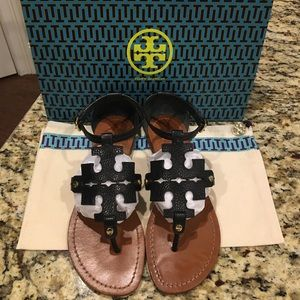 Tory Burch Shoes - Tory Burch phoebe flat thong sandal/size 7.5